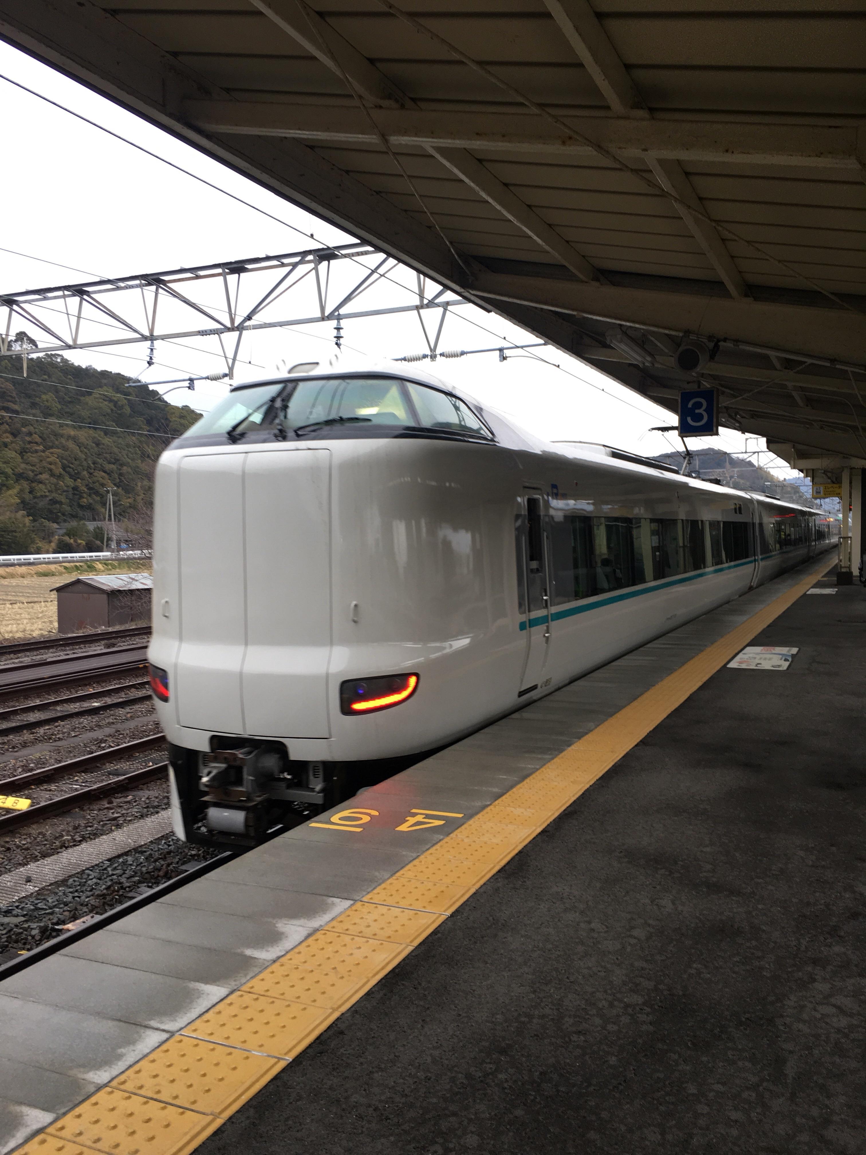 201802_御坊駅と特急くろしお