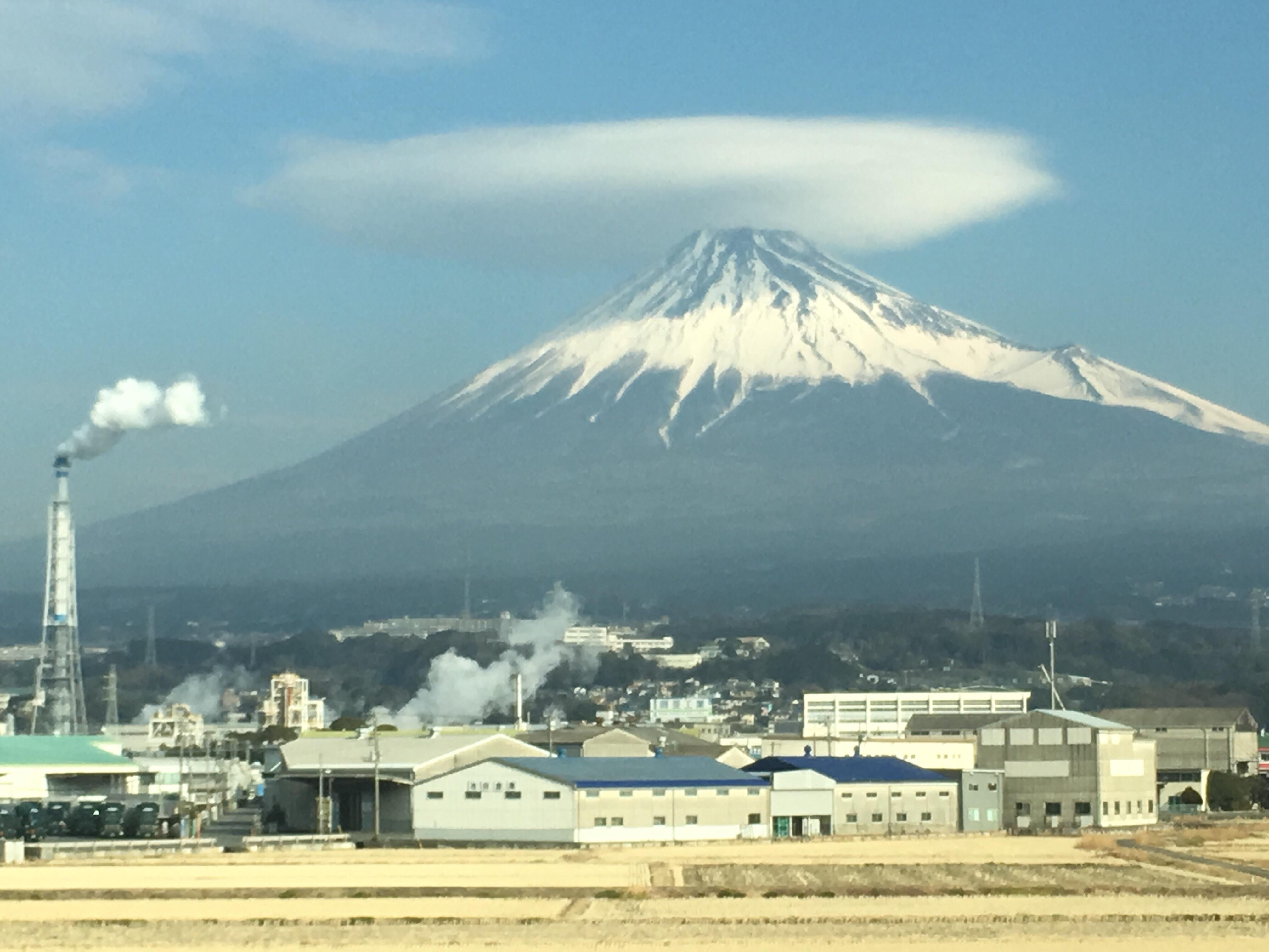 201802_傘雲を被った富士山