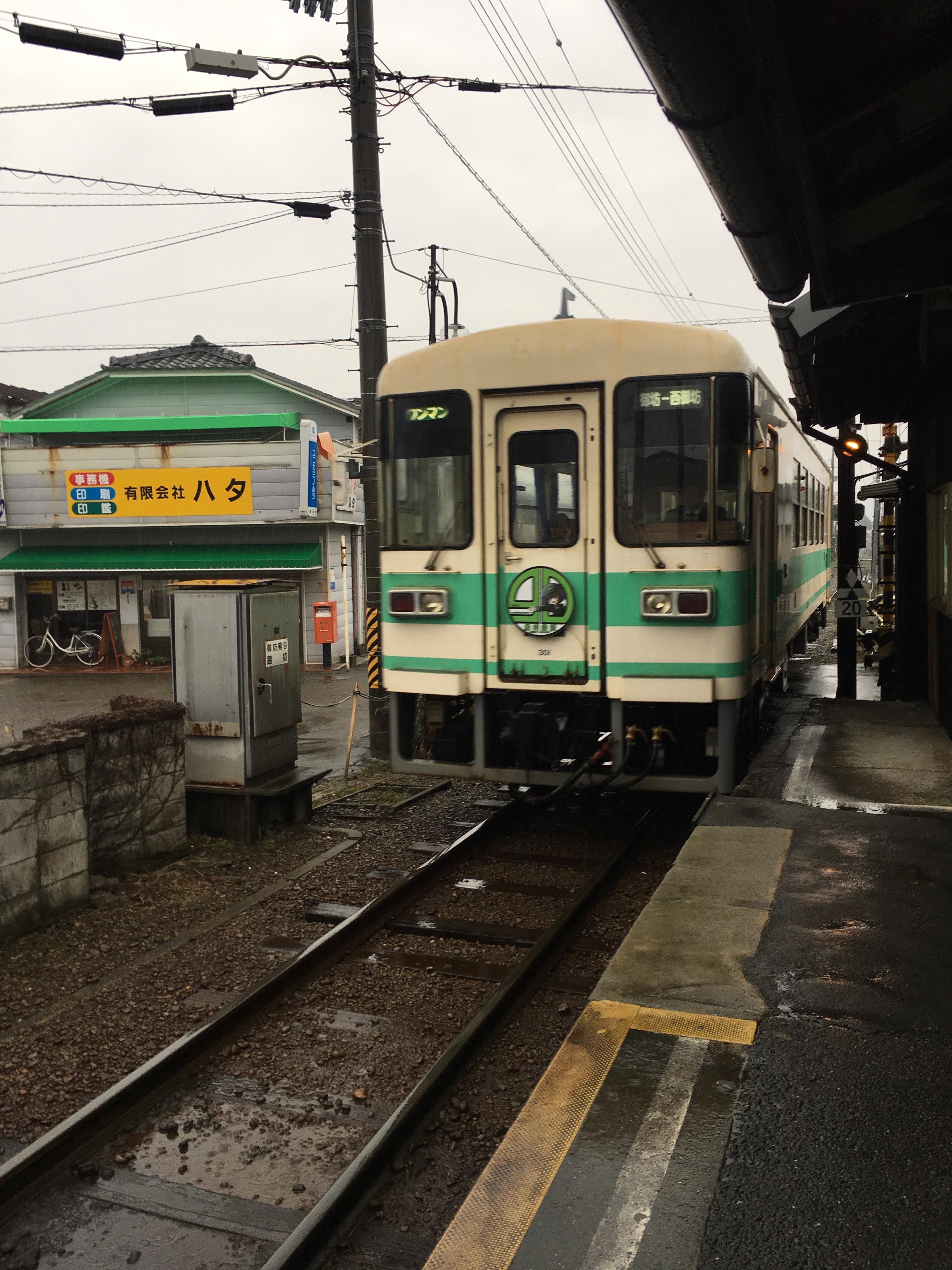 201802_西御坊駅に到着する御坊行き列車