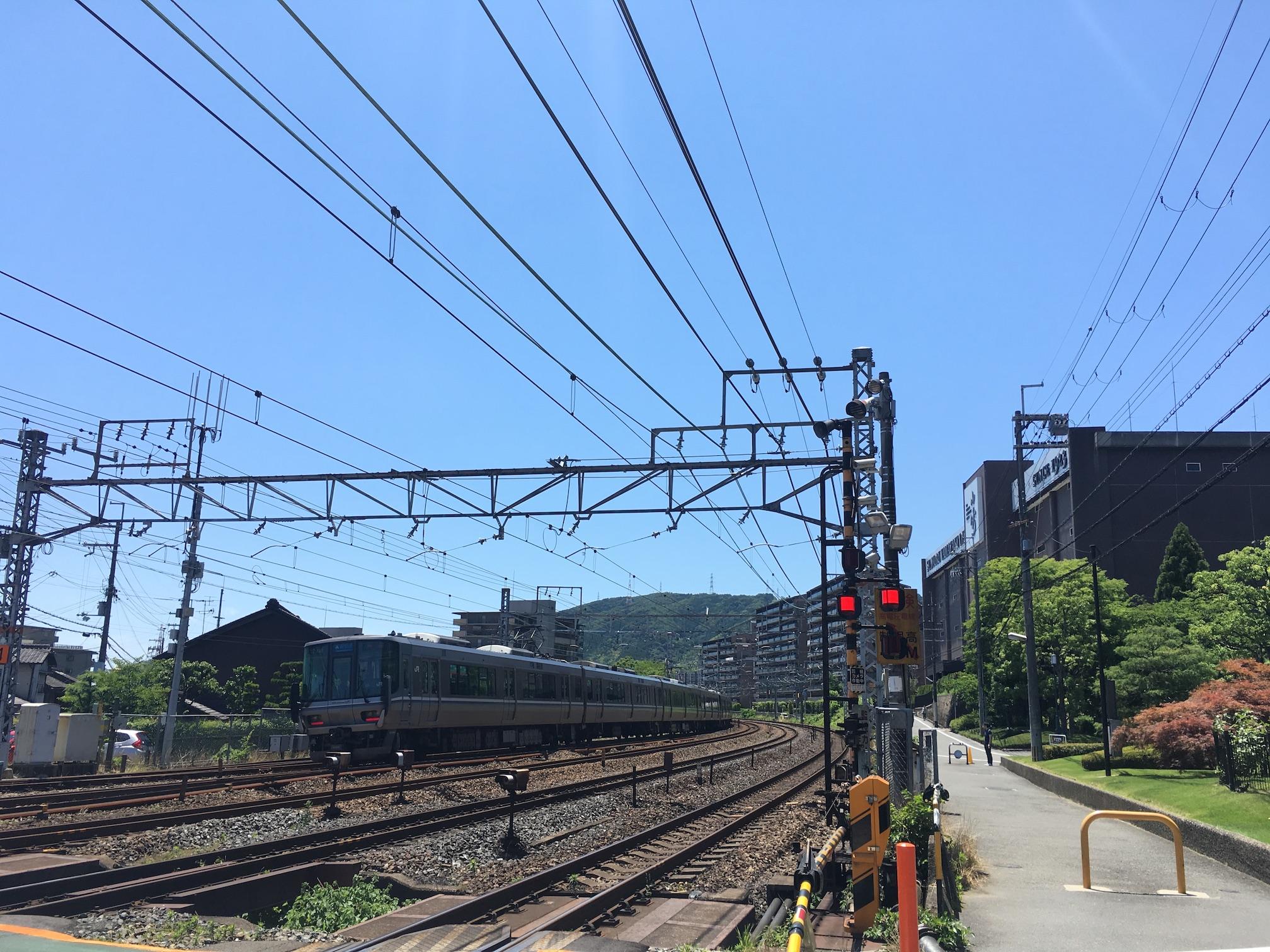 201806_山崎駅踏切_223系2